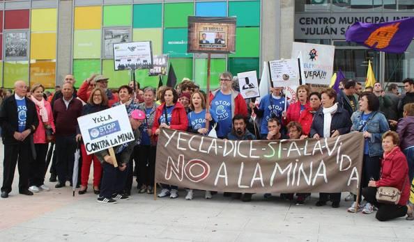 Manifestación contra la mina de uranio en Salamanca2.jpg